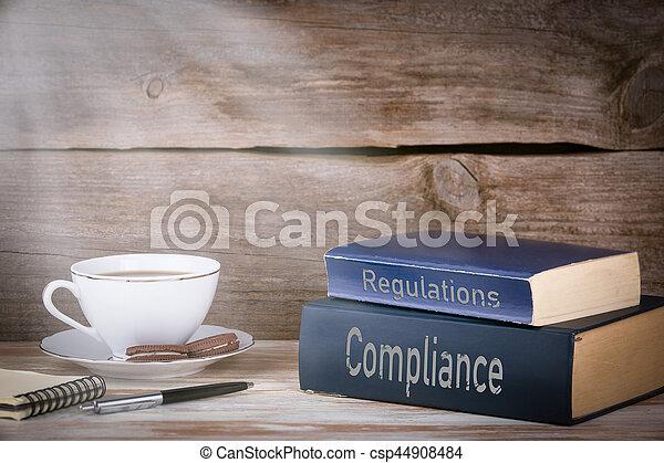 madeira, conformidade, regulations., livros, escrivaninha, pilha - csp44908484