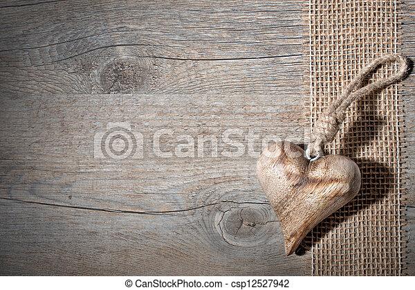 madeira, coração, esculpido - csp12527942