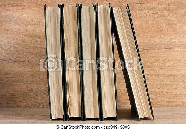 madeira, livros, pilha, fundo - csp34913805