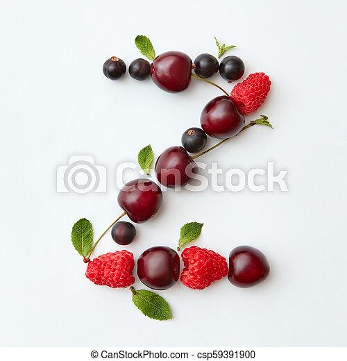 Patrón de frutas orbánicas de letras Z alfabeto inglés de bayas maduras naturales, grosellas, frambuesas, hoja de menta aislada en un fondo blanco. La mejor vista. - csp59391900