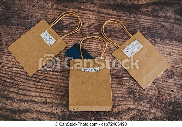 magasin, sacs, flatlay, étiquettes, une, carte, paymen, sauter, dehors - csp72466490