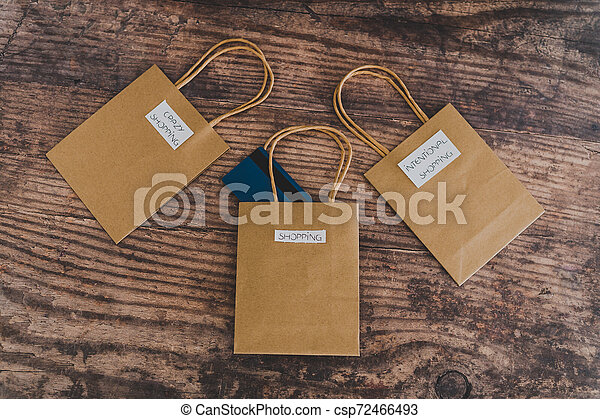 magasin, sacs, flatlay, étiquettes, une, carte, paymen, sauter, dehors - csp72466493