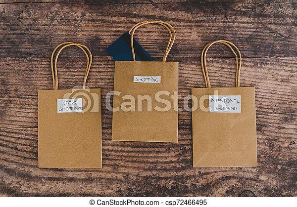 magasin, sacs, flatlay, étiquettes, une, carte, paymen, sauter, dehors - csp72466495