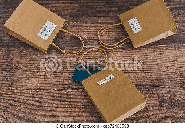 magasin, sacs, flatlay, étiquettes, une, carte, paymen, sauter, dehors - csp72466538