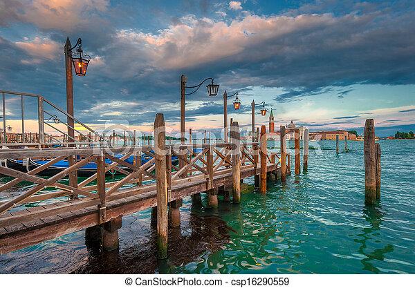Gran canal, Venecia, Italia - csp16290559