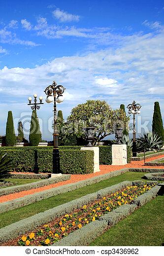 Magnífico jardín bahai - csp3436962
