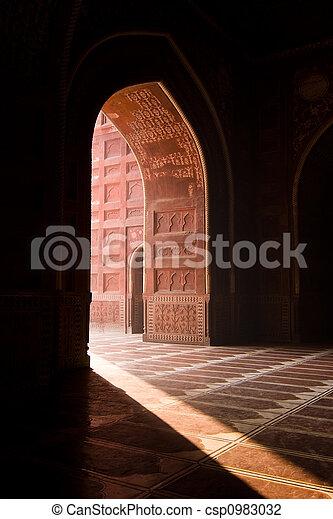 La mezquita Taj Mahal - csp0983032