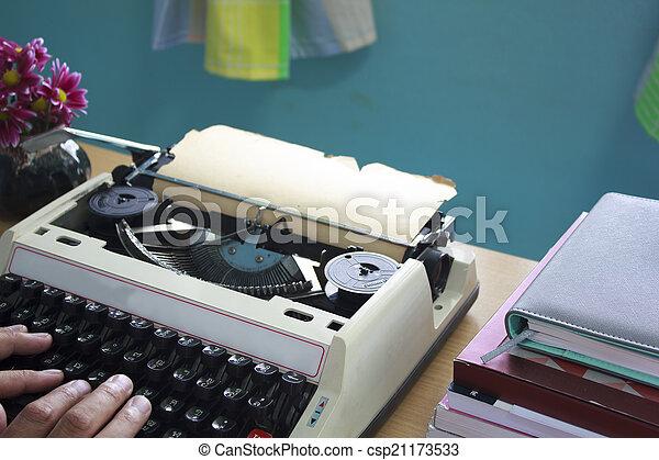 mains, machine écrire, vieux, dactylographie - csp21173533
