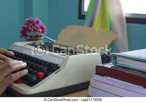 mains, machine écrire, vieux, dactylographie - csp21173536