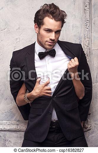 mains, sexy, classique, attraper, costume., femme, beau, manteau, chemise, déboutonner, sien - csp16382827