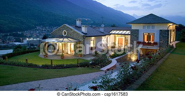 maison, énorme, coucher soleil, luxe, nouveau - csp1617583