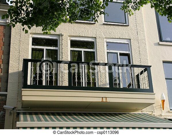 Maison balcon maison hollande image de stock for Balcon facade maison