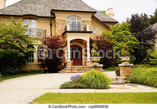 maison luxe riche pierre riche maison railings bois image de stock recherchez. Black Bedroom Furniture Sets. Home Design Ideas
