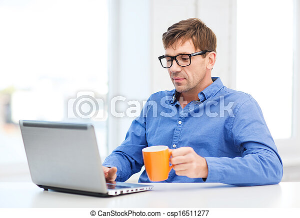 maison, ordinateur portable, fonctionnement, homme - csp16511277