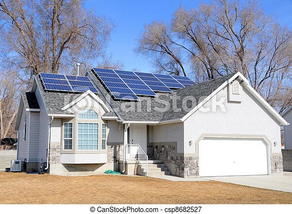 maison, panneau, solaire a propulsé - csp8682527