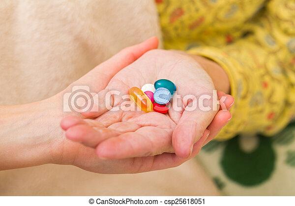 maison, personnes âgées soucient - csp25618051