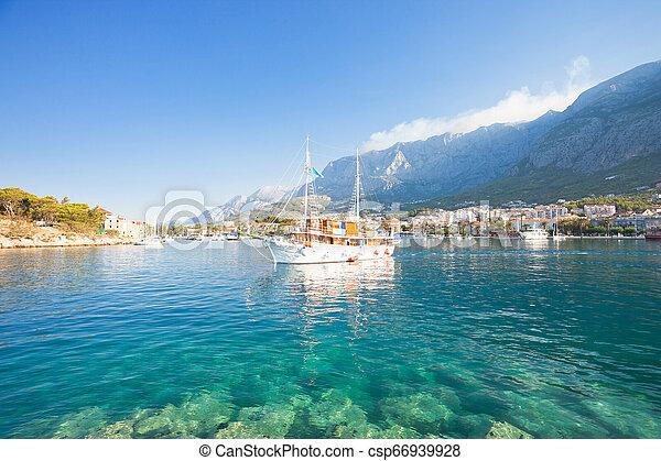 makarska, makarska, touristic, porto , -, abgang, kroatien, dalmatien, party, boot - csp66939928