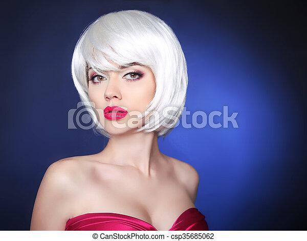 Makeup. bob hairstyle. Fashion Beauty Blond Girl  - csp35685062