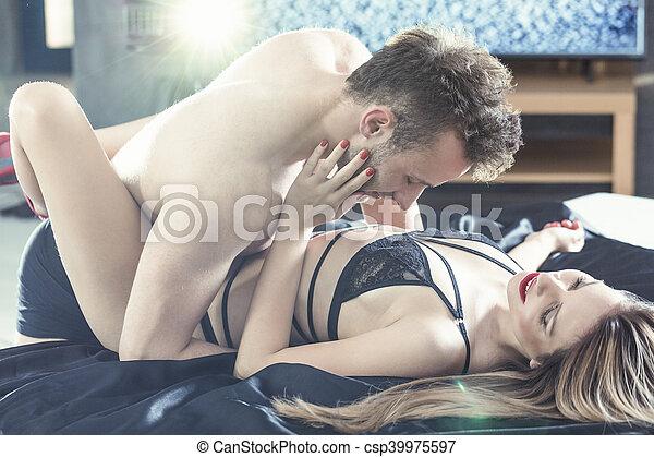 Making a sex tpae
