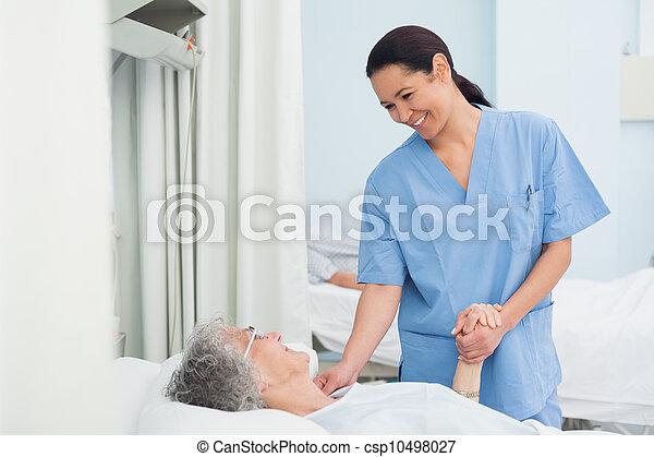 malade infirmière, tenant main - csp10498027