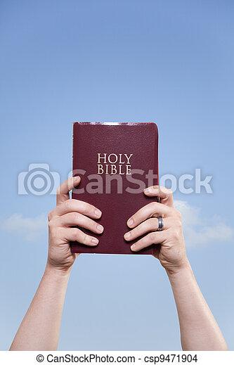 man, bijbel, hemel, vasthouden, getrouwd - csp9471904