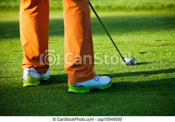 Man playing golf - csp10540000