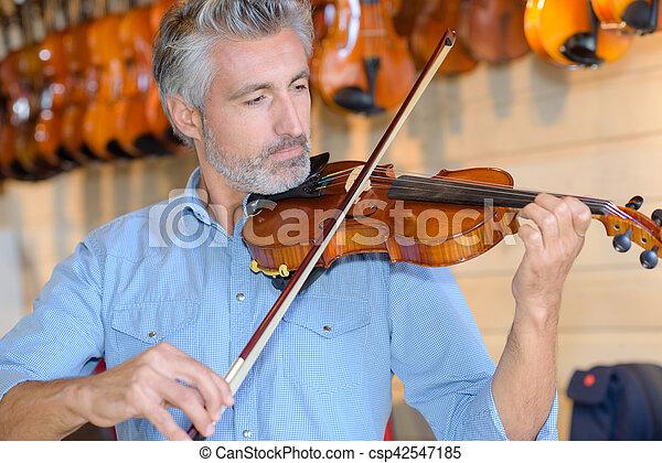 Man playing violin - csp42547185