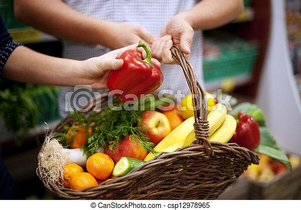mand, gezond voedsel, gevulde - csp12978965