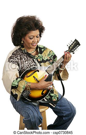 Tocando mandolina - csp0730845