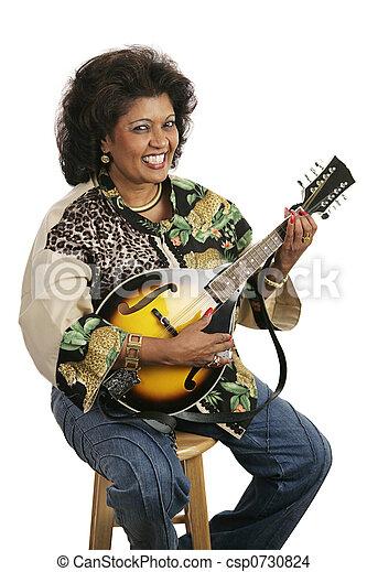 Mujer tocando mandolina - csp0730824