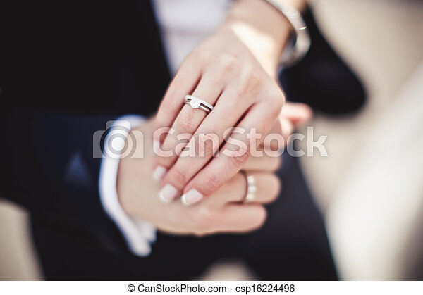 mani, anelli, presa a terra, matrimonio - csp16224496