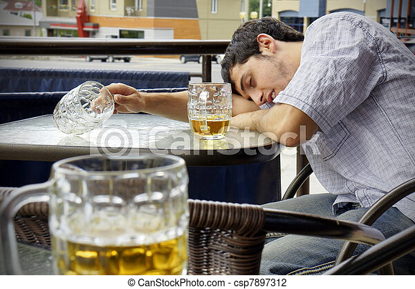 betrunkene frau ohnmachtig