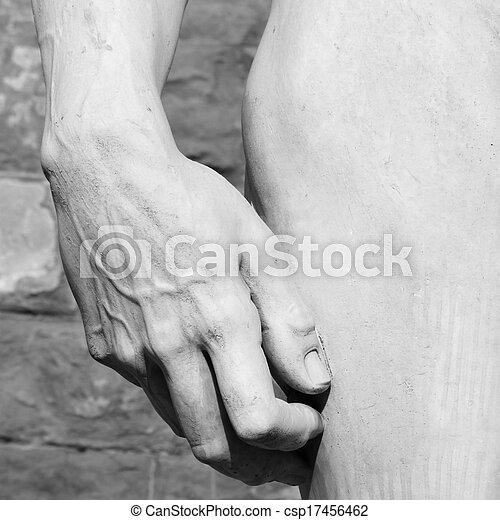 El detalle de la mano y la cadera de David esculpido por Miguel Ángel - csp17456462