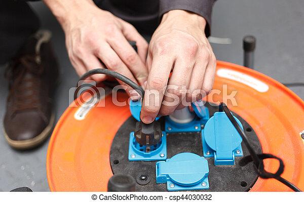 Manos de joven electricista. - csp44030032
