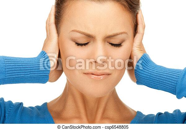 Mujer con manos en los oídos - csp6548805