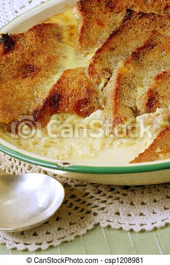 Pan y pudín de mantequilla - csp1208981