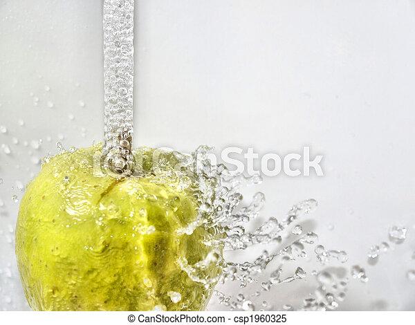 Manzana con gas - csp1960325