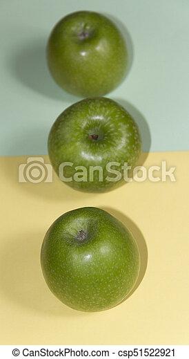 Manzanas verdes - csp51522921