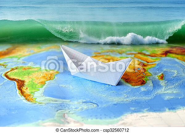 Barco de papel en un mapa del mundo - csp32560712