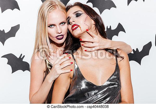 maquillage halloween vampire jeune deux sexy femmes. Black Bedroom Furniture Sets. Home Design Ideas