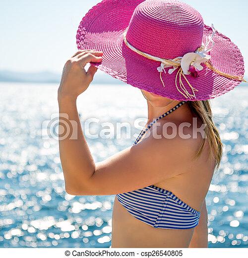 Mujer en el mar - csp26540805