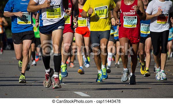 marathon, helft - csp11443478