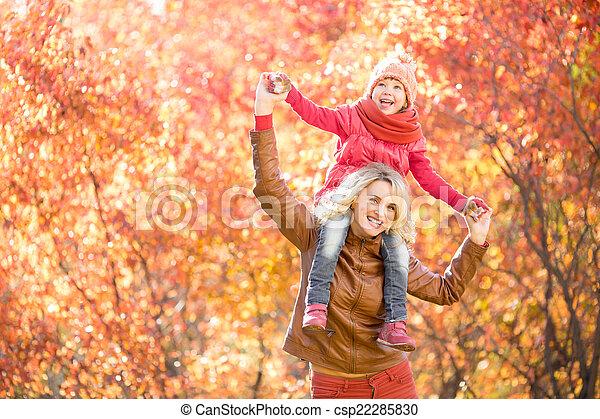 marche, extérieur, parent, parc, ensemble, automne, gosse, heureux - csp22285830
