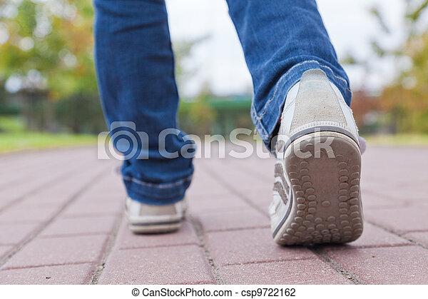 marche, trottoir, chaussures sport - csp9722162