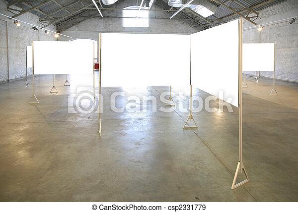 Marcos blancos en el pasillo - csp2331779