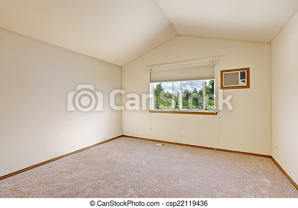 Una habitación vacía de marfil con techo acorazado - csp22119436