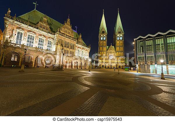 Market Square in Bremen at night - csp15975543
