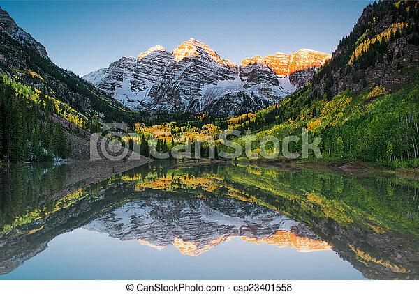 Maroon bells lake - csp23401558