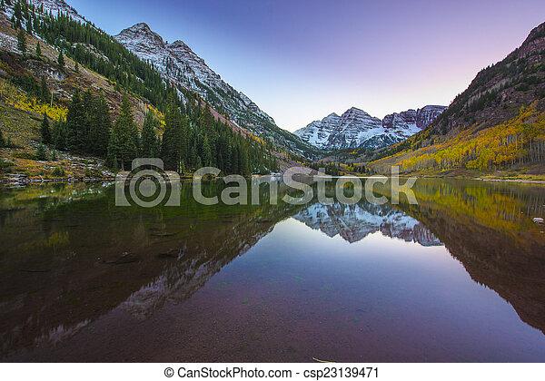 Maroon Bells Sunrise Aspen Colorado - csp23139471