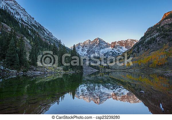 Maroon Bells Sunrise Mirror Reflection - csp23239280